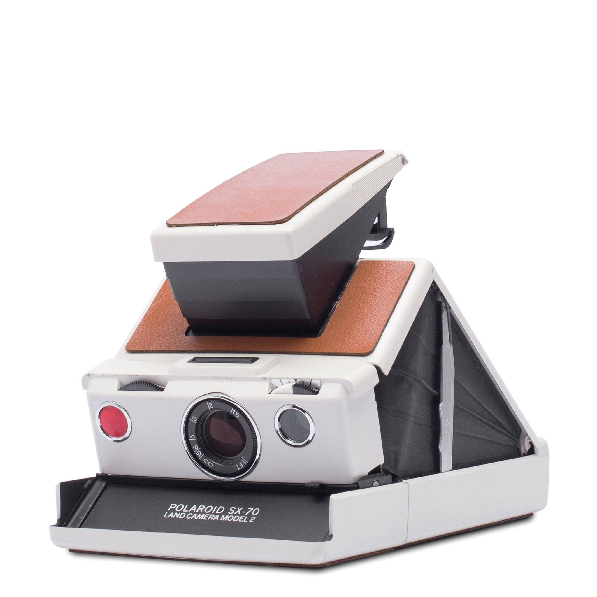 white-brown-polaroid-sx70-camera-004697-angle.jpg